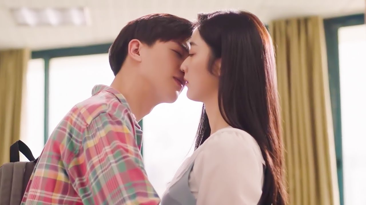 Download 💓Kissing with boyfriend in the library💓Korean Drama Mix Hindi Song💓Sweet Love Story