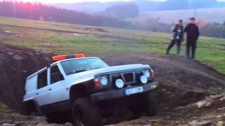 Nissan Patrol  2.8TD - průjezd jámy 1/2
