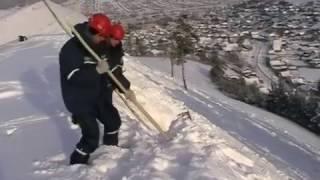 Спасатели воюют со снегом на горе  Кладенной в Усть-Катаве