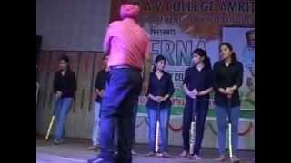 ANCHOR PROF.RANDHAWA- PRERNA-AAJ PHATTE CHAK LEIN DE ( DANCE ITEM )TO MOTIVATE INDIAN HOCKEY TEAM