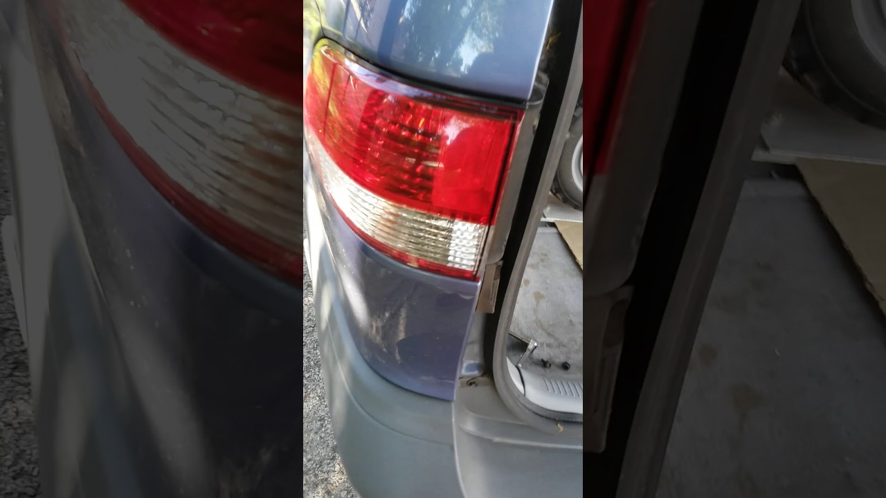 2003 Toyota Sienna Rear Tail Light Housing Removal