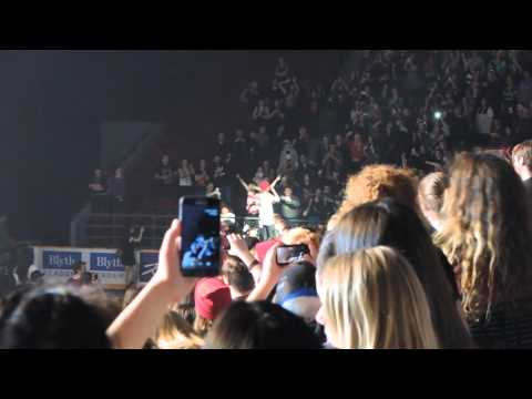 Twenty One  Pilots - Crowd Sufing and Backflip - Ottawa April 1st 2016