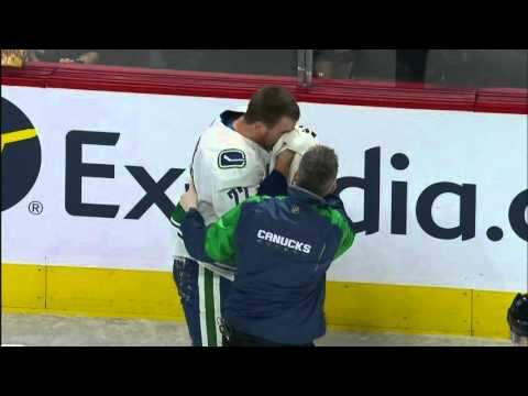 Gotta See It: Gallagher's high stick gives Sedin a nosebleed