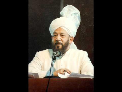 How much freedom do women have in the Ahmadiyya Muslim Community?
