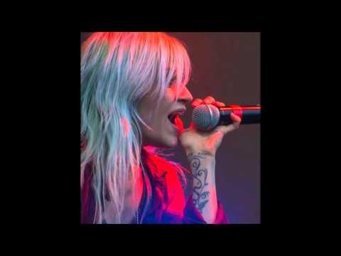 I'm not laughing - Lacey Sturm (Karaoke)