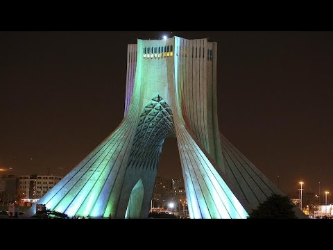 شاهد: لوحات تضامن ضد كورونا يرسمها الضوءُ على برج الحرية وسط طهران …  - نشر قبل 8 ساعة