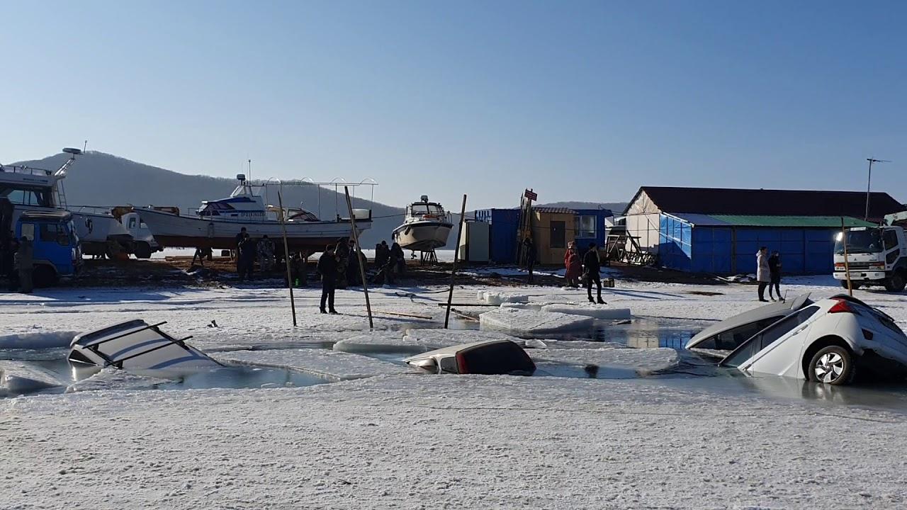 30 машин провалились под лед. Ужасное зрелище. 18+