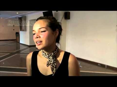 Bawakan Dangdut Koplo, Dewi Sandra Ubah Penampilan