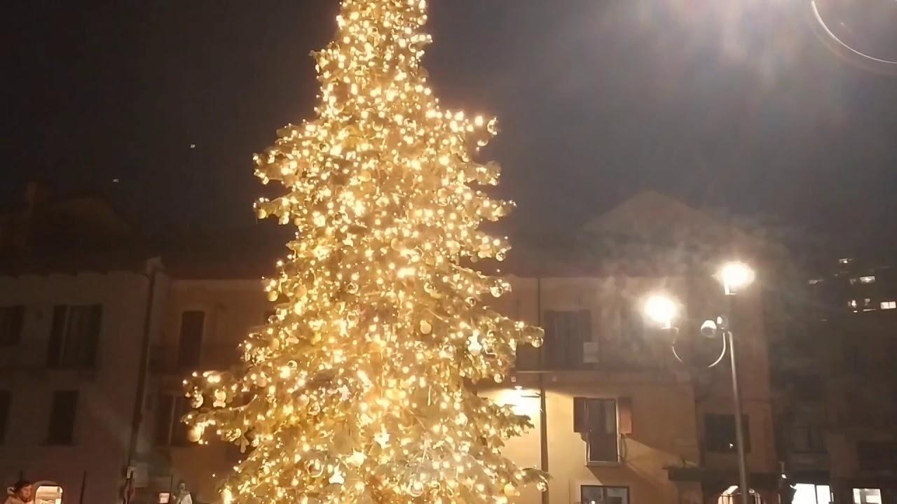 Video accensione albero di Natale di Omegna
