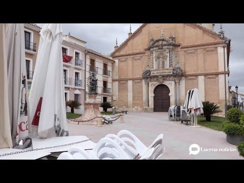 VÍDEO: Las terrazas en Lucena aguardan a que amainen lan lluvias y disminuyan la incertidumbres sobre el sector