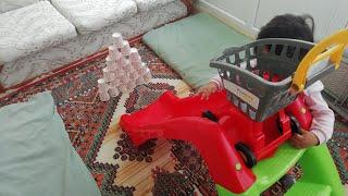 Ayşe Ebrar Kırmızı Kaydıraktan Dev Oyuncakları Kaydırdı. Market Arabası ile Dev Kuleleri Yıktı.