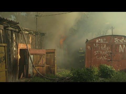 На 1-ой Полковой улице в гаражах вспыхнул пожар