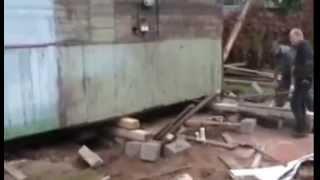 Поднять дом. Замена фундамента(Покосился столбчатый фундамент. Пришлось отодвинуть дом и сделать бетонный ленточный мелкозаглубленный..., 2013-04-07T14:21:14.000Z)