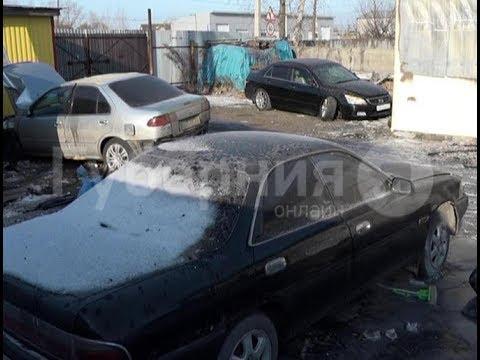 Несколько машин сгорело дотла во время пожара в хабаровском автосервисе. Mestoprotv
