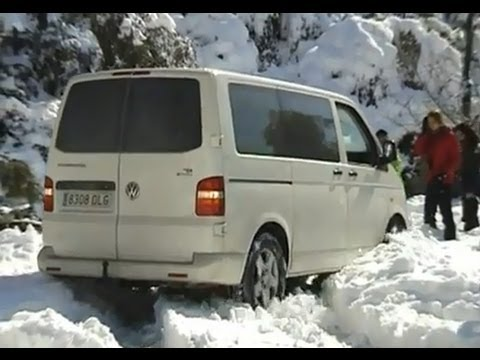 volkswagen t5 4motion drifting snow 2010 youtube. Black Bedroom Furniture Sets. Home Design Ideas