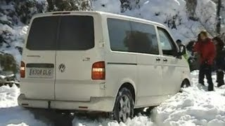 Volkswagen T5 4motion drifting snow 2010(Drift drifting snow Crossing deep 4x4 river cautioner 4motion. Van.4 motion. Volkswagen Transporter 4motion T5. Seikel. California. Camper. Multivan. Syncro., 2012-03-01T12:20:14.000Z)
