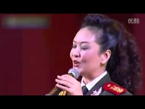 China's First Lady Peng Liyuan sings in Russian (June 20, 2005 performance)