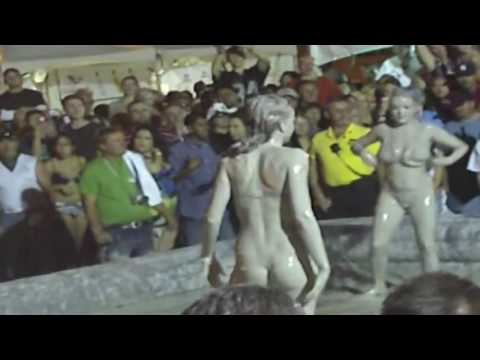 Mud girl flexible fight - women's fights