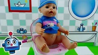 Bebé hace pipí en el Popó Interactivo de Baby Born Magic Potty - Juguetes de Baby Born