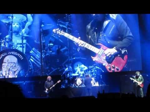 Black Sabbath Live in Ozzfest Japan - Iron Man