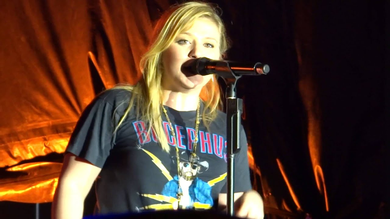 Kelly Clarkson Quot Mr Know It All Quot Microsoft Concert San