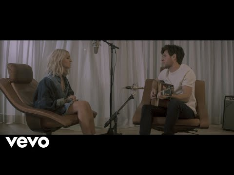Chris Davis - Julia Michaels & Niall Horan - 'What A Time' New Acoustic Video!