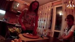 Диетический салат с креветками и орехами кешью