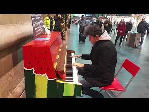 "Thomas Krüger – ""Last Christmas"" (Wham) – live @Frankfurt Central Station"