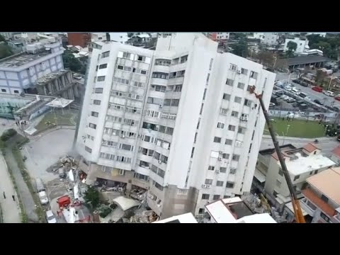 Search for survivors after deadly Taiwan quake