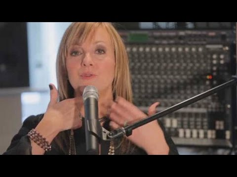 How to Warm Up Voice with Mum Exercise | Vocal Lessons