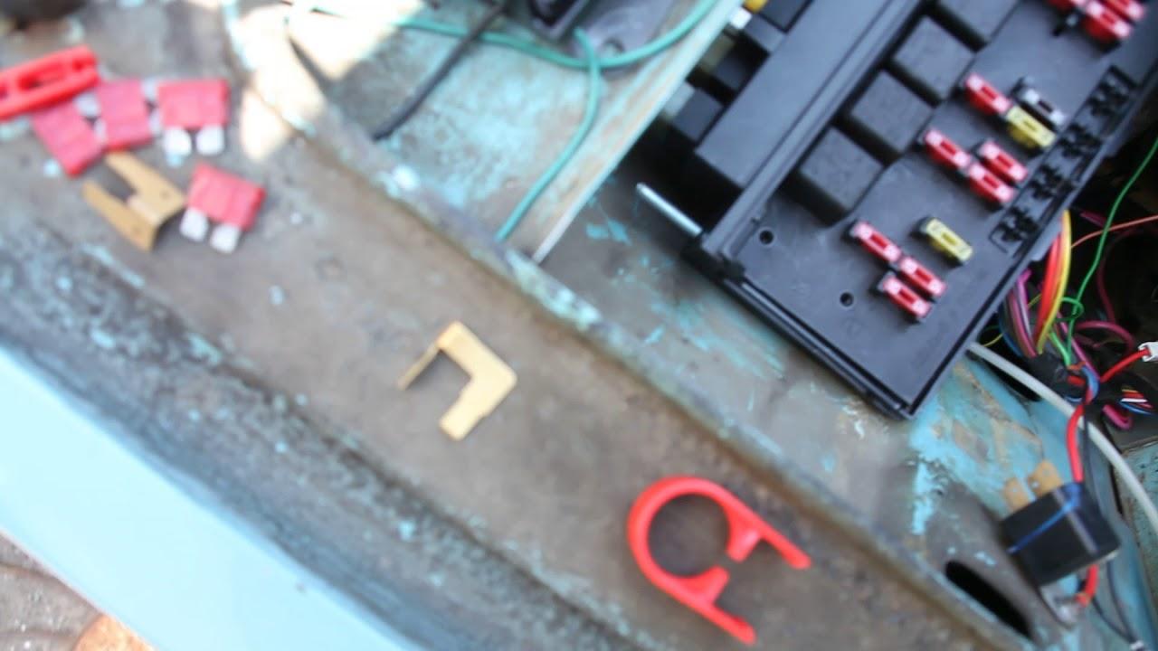 Проблемы с проводкой и монтажным блоком на ВАЗ-2107. не могу понять в чём суть.