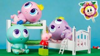 LOS BEBES KSIMERITOS DE PEPPA PIG NO QUIEREN DORMIR! Pijamada con amigos Pinypon en casa de Peppa 🎉