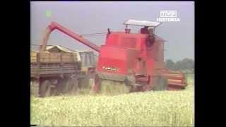 PRL 1984 Żniwa w niedzielę. Awarie maszyn rolniczych. ZSMP w polu
