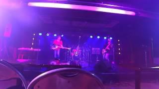 竹内ヨシヒコ:Vo & Guitar ピストン椿原:Drums & Chorus 杉本武彦:Ba...