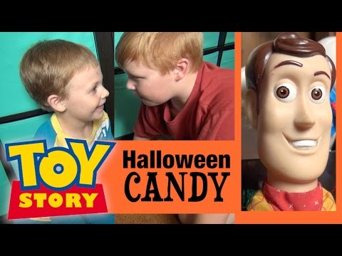 TOY STORY 4 | Halloween Candy De Terror Parody: Woody Toy Story Toys, Beatles John Lennon & Batman