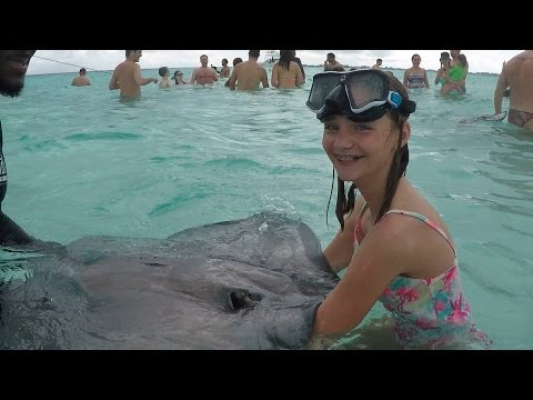 SHE WRESTLED A STINGRAY!!!