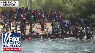 Hannity blasts Biden for allowing migrants to pack under TX bridge