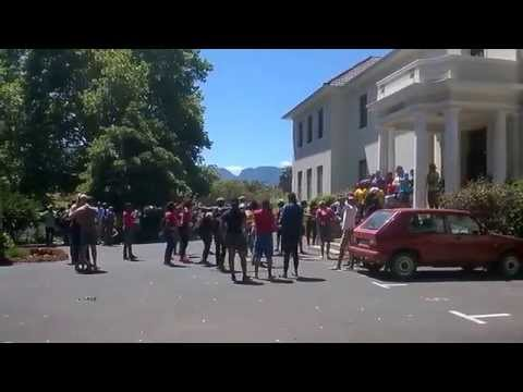Protesting at CPUT Wellington Campus: Protesters trying to get into residence.
