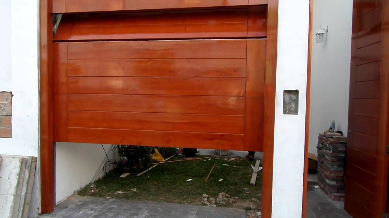 Puerta de garaje de madera cedro youtube - Puertas para cocheras ...