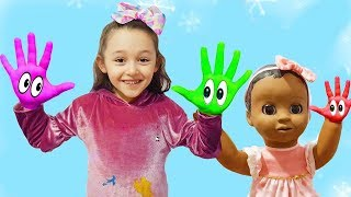 Öykü and toy brother in colored paints, Learn Colors With finger paints - Funny Oyuncak Avı