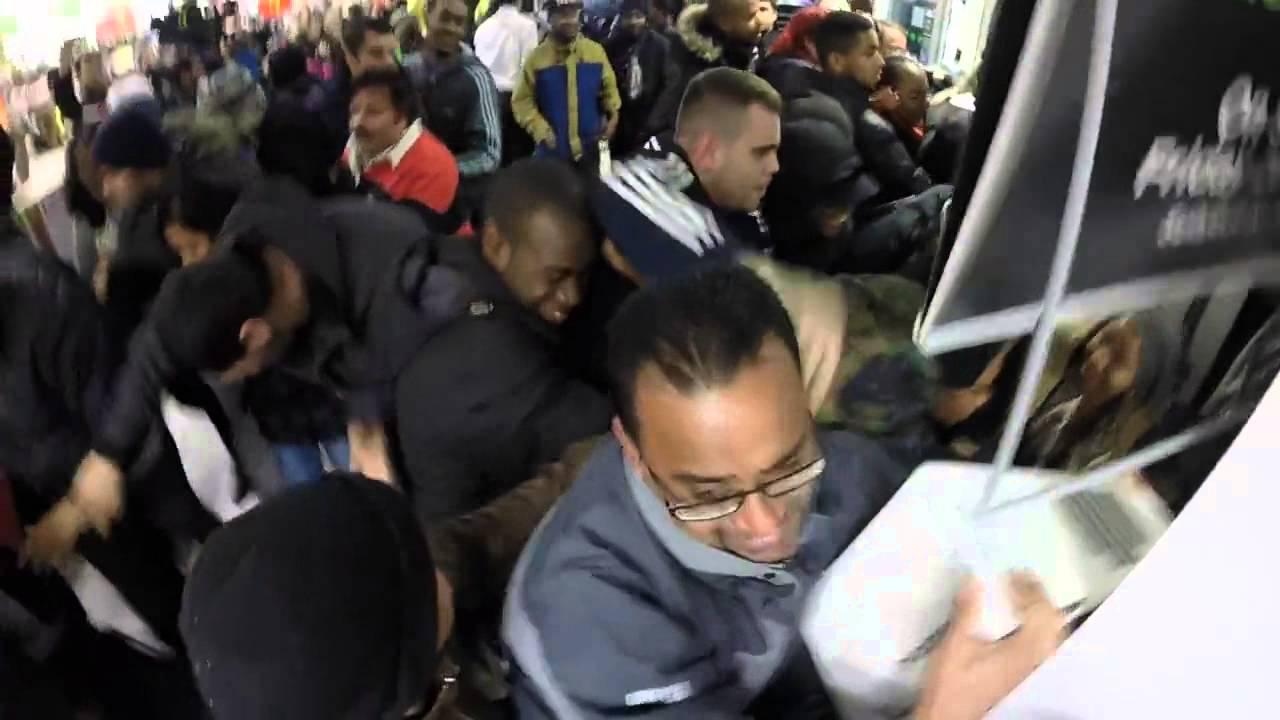 Black Friday Chaos At Asda Wembley Youtube