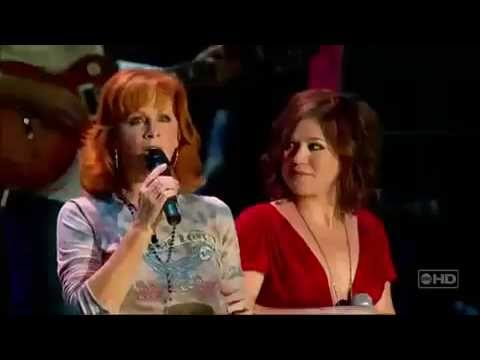 Reba McEntire, Kelly Clarkson - Because Of You (Live CMA Music Fest)
