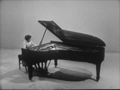 VIDEO: Alicia de Larrocha plays Albéniz, Granados and de Falla (1962)
