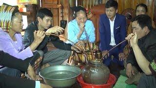 Chum rượu cần trong ngày Tết của người Thái Nghệ An