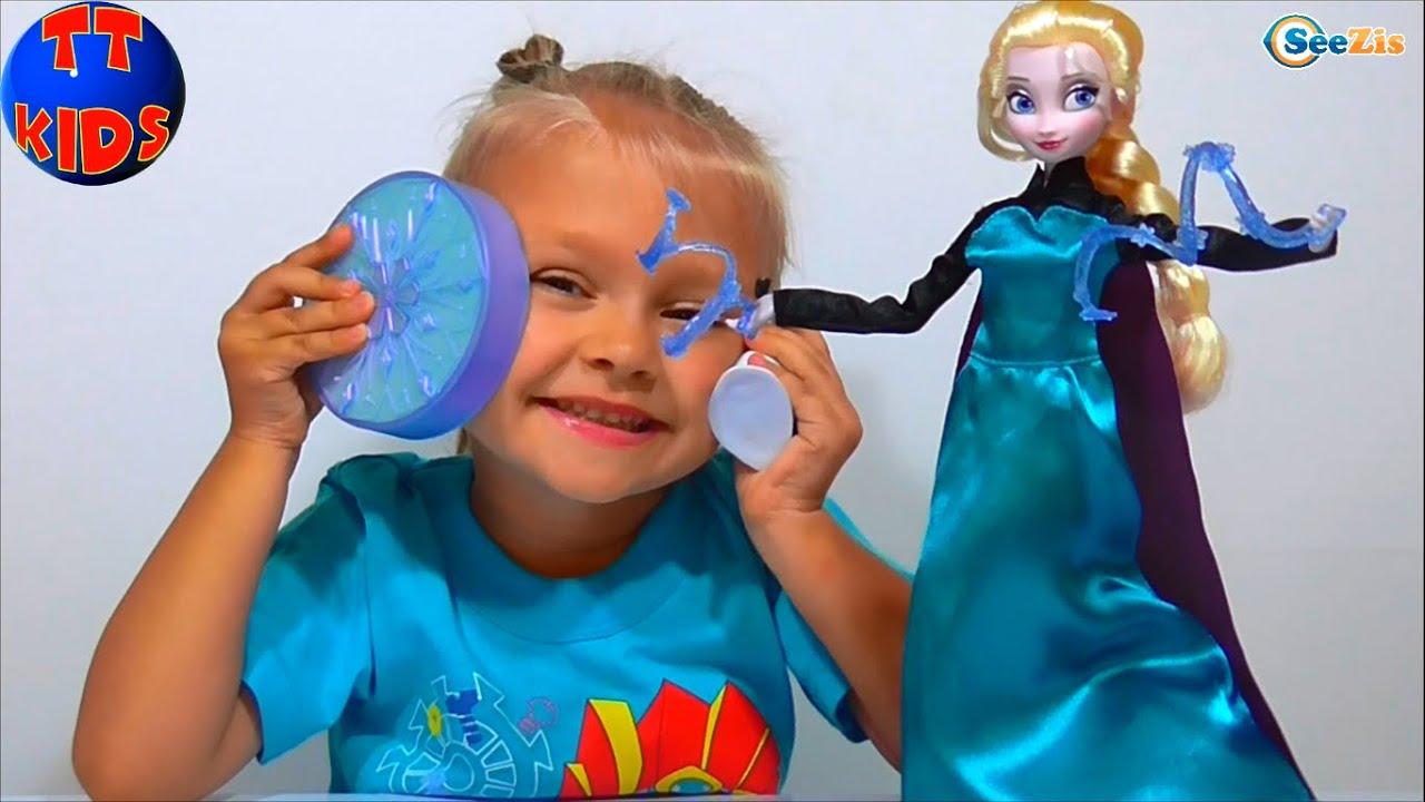 Описание: теперь малышка сможет петь дуэтом вместе с принцессой эльзой. Всякий раз, когда волшебный микрофон из набора окажется возле рта куклы, она будет петь. При отведении микрофона от эльзы будет проигрываться только фоновая мелодия. Если девочка захочет спеть сама, ей достаточно.
