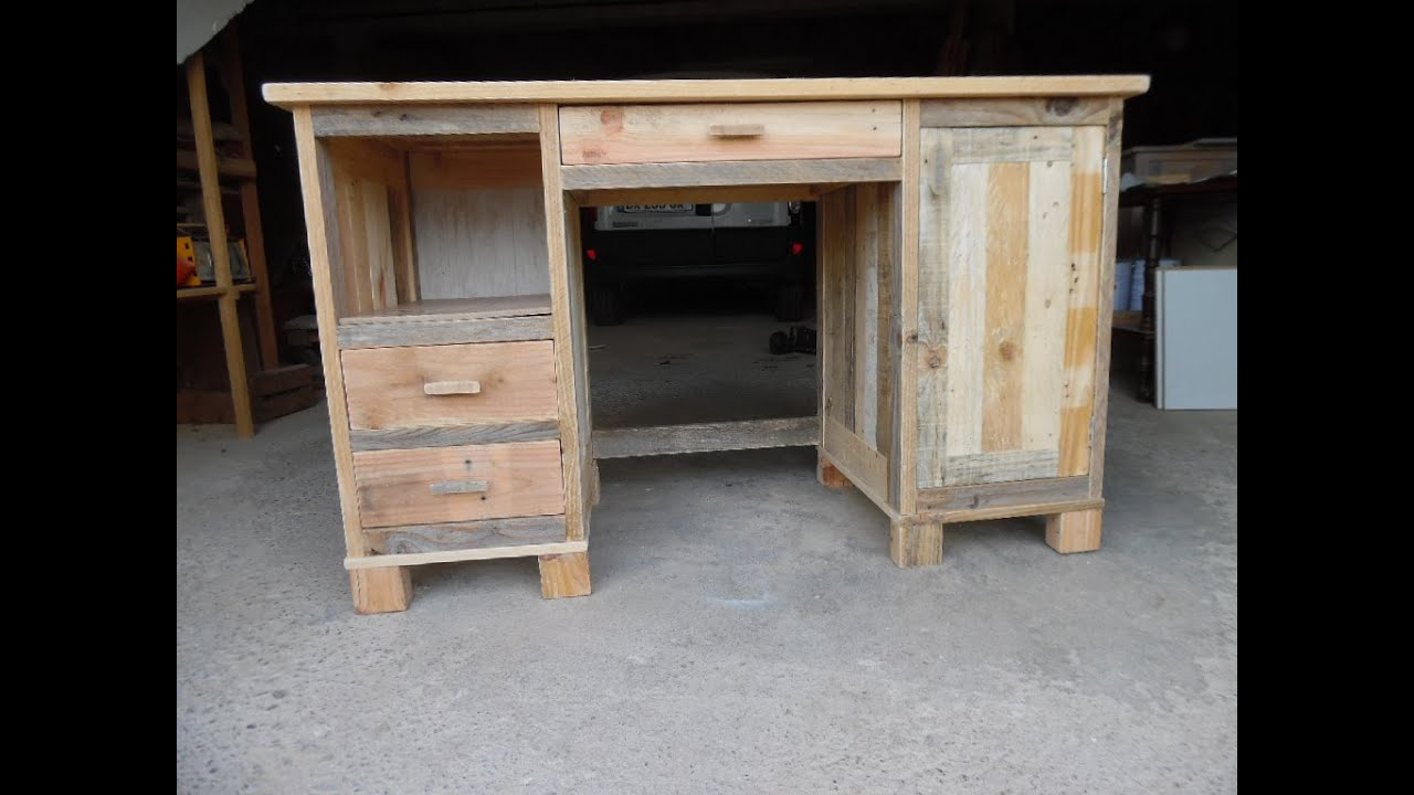 Faire un bureau a caissons en bois de palette youtube for Fabrication de meuble en bois de palette