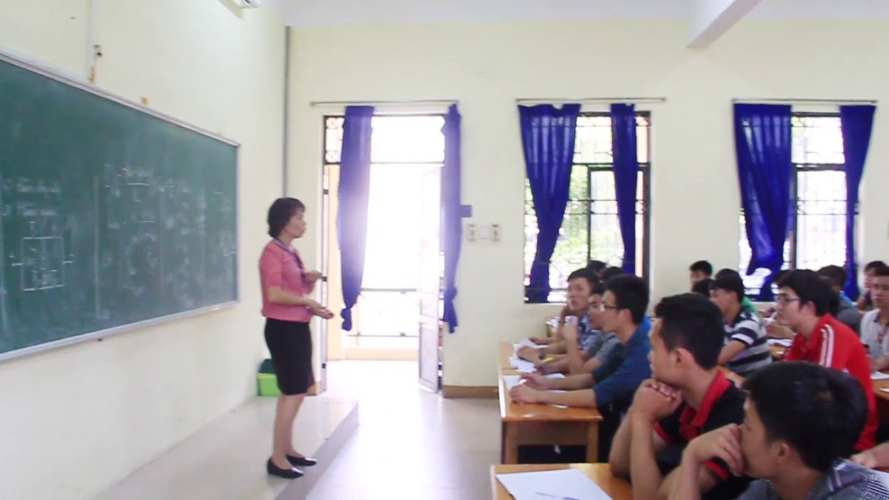 Giờ học Môn Điều khiển tự động cô Nga | Các môn học ở trường Giao thông | 2017.08.30.(18)