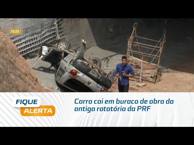 Carro cai em buraco de obra de túnel do viaduto da antiga rotatória da PRF