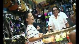 Repeat youtube video White Kid Sing The Blues In Guitar Shop Like It's Nobody's Business!