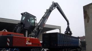 Il caricatore industriale ATLAS 350MH al lavoro da SIDAFER